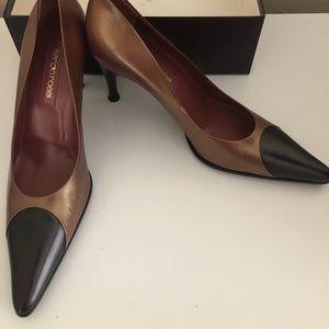 New never worn Vintage Serrano Rossi heels size 10